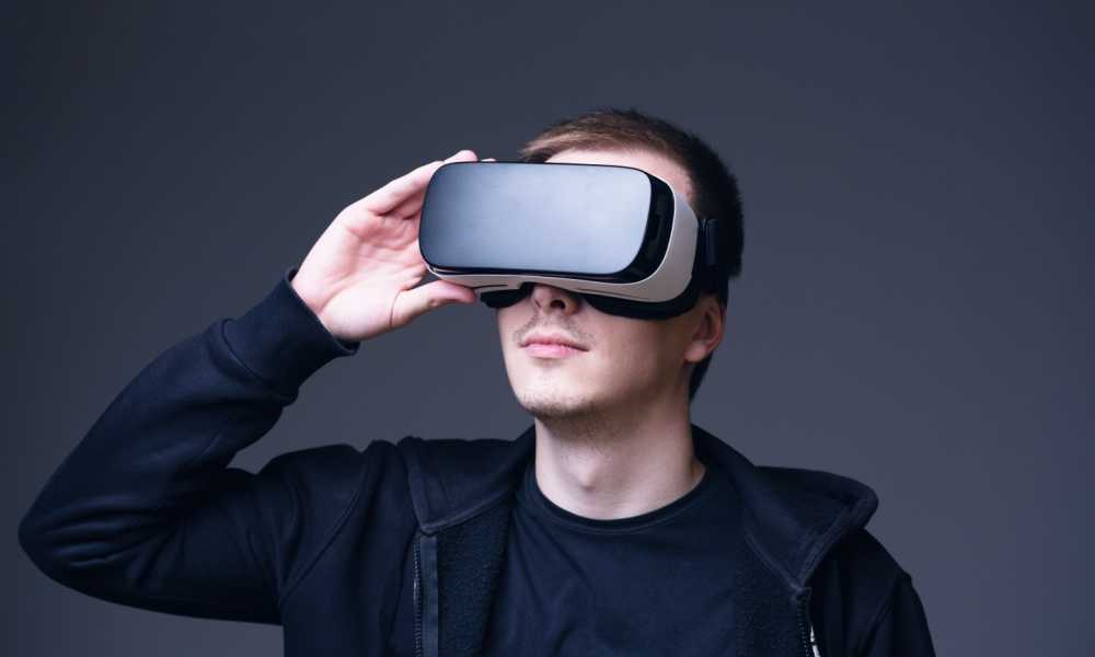 Best VR Headset For iPhone – Complete Reviews with Comparisons
