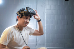 How to Use Virtual Reality Glasses
